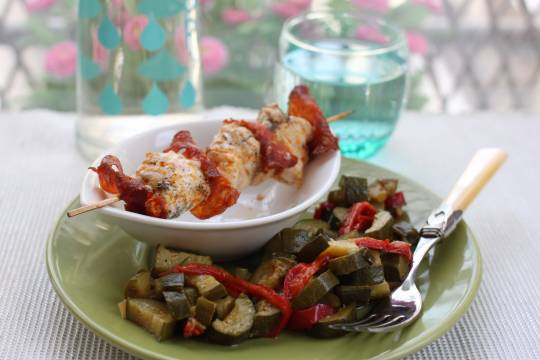 Brochettes de lotte au chorizo et fondue de courgettes  - © Rose and Cook